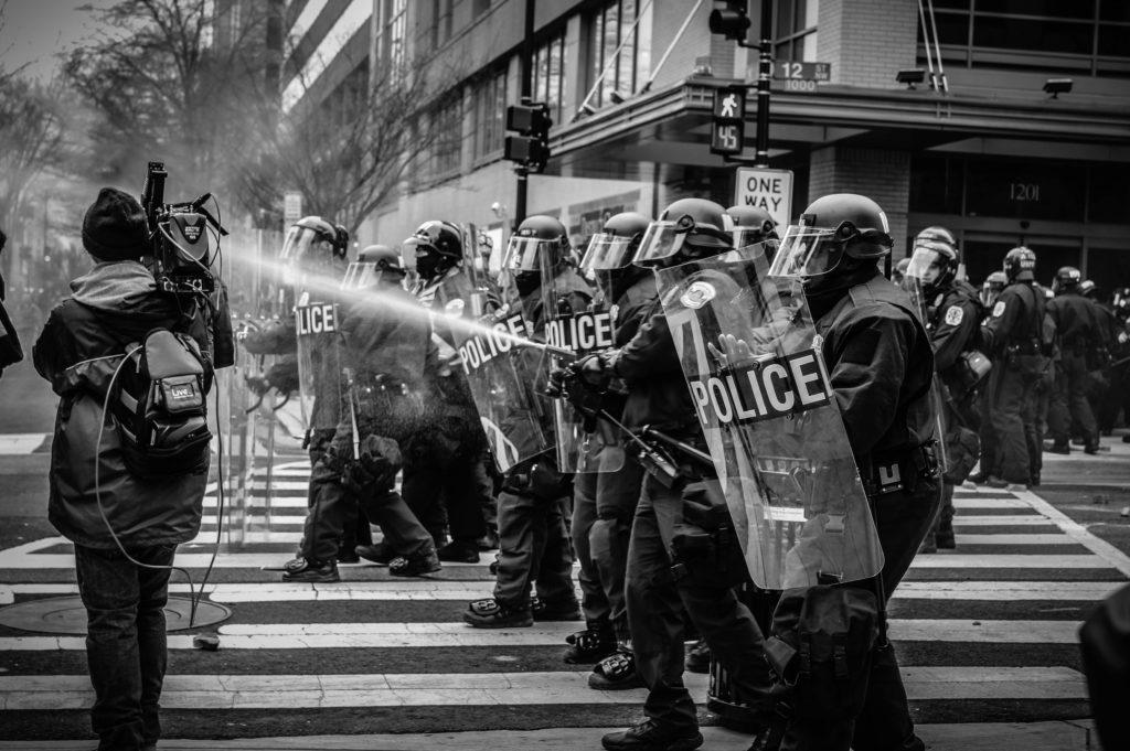 protest multimile intolerante manipulare