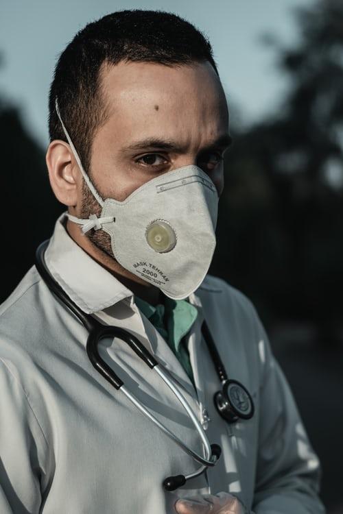 Coronavirusul doctor